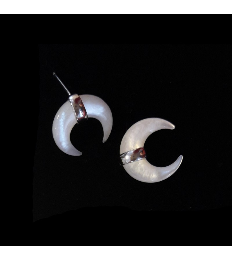 5b26a362a Pearly crescent moon earring made of silver - La Langerie